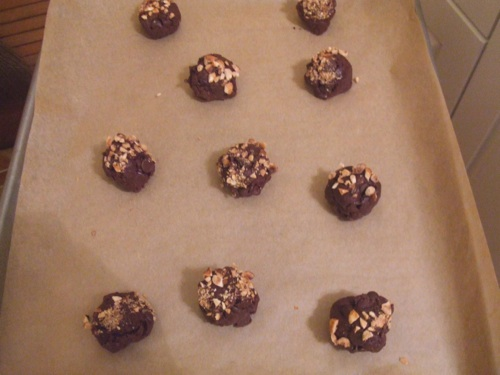 Chewy cocoa cookie drops