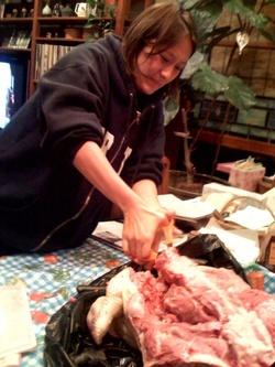 Cutting_through_turkey
