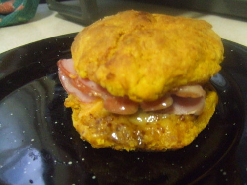 Sweet_potato_biscuit_with_ham_and_h